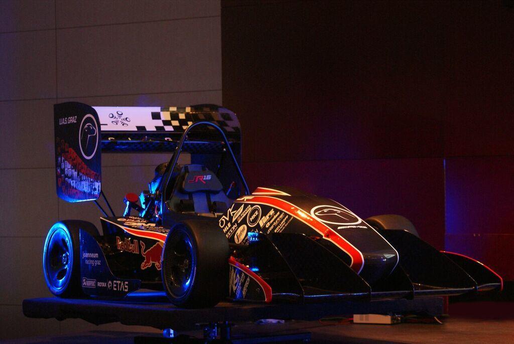 Mit dem jr16 hofft das Racing-Team der FH JOANNEUM an die Erfolge der letzten Saison anknüpfen zu können.
