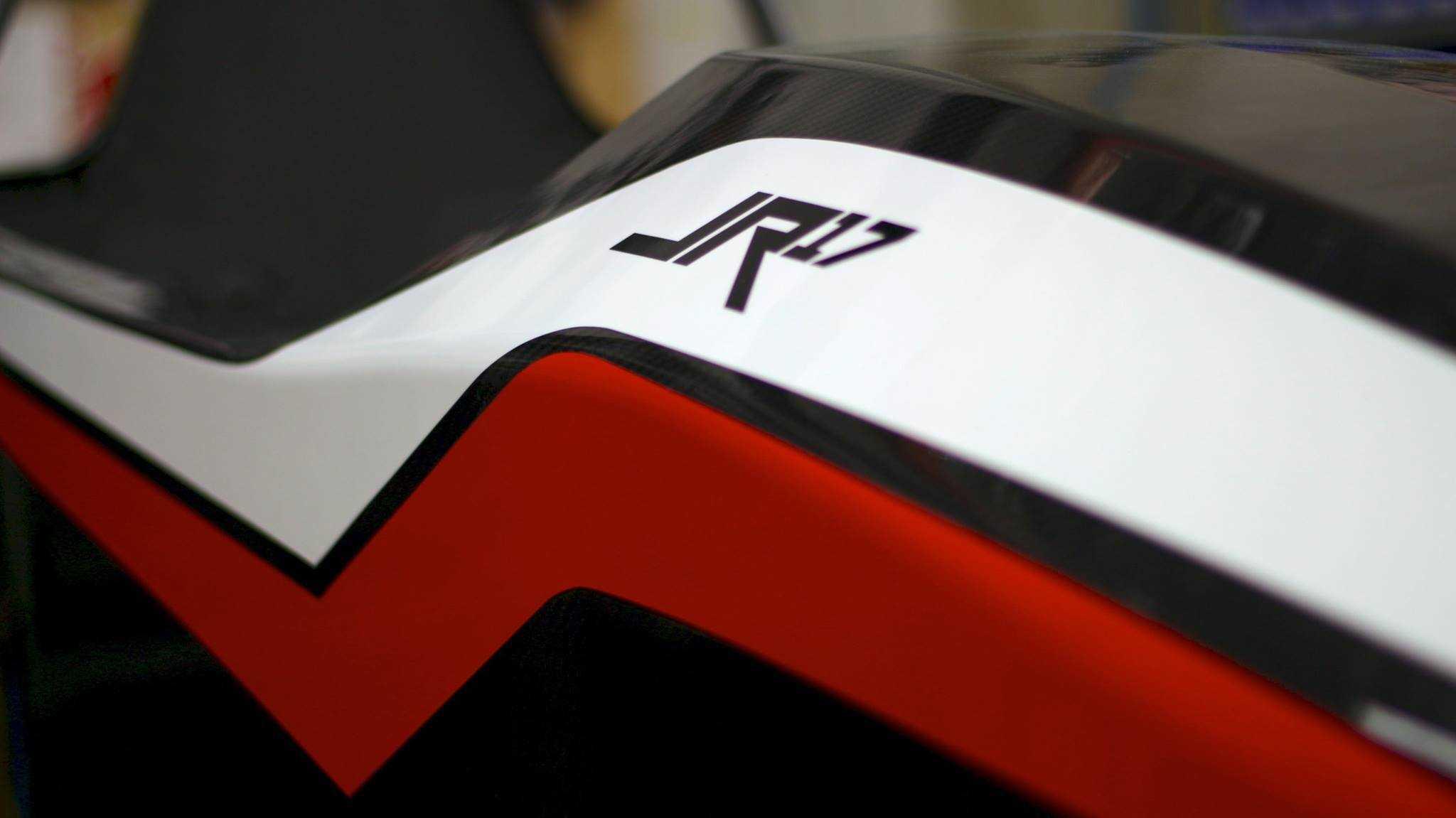 Ausschnitt des jr17 in roter und weißer Farbe.