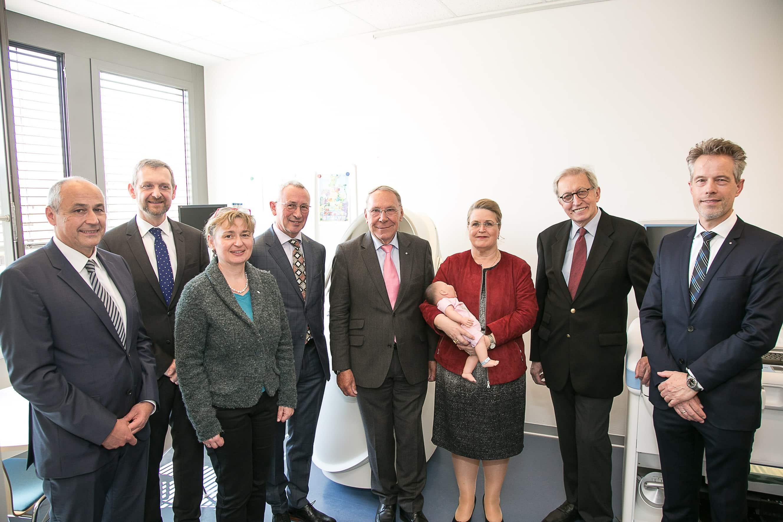 Gruppenfoto bei der Eröffnung des neuen Forschungszentrums.