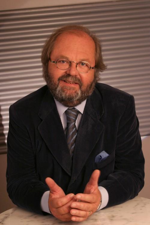 """Hans Werner Frömmel fördert mit seinem Stipendium Teilnehmerinnen und Teilnehmer des Master-Lehrgangs """"International Hospitality and Spa Management""""."""