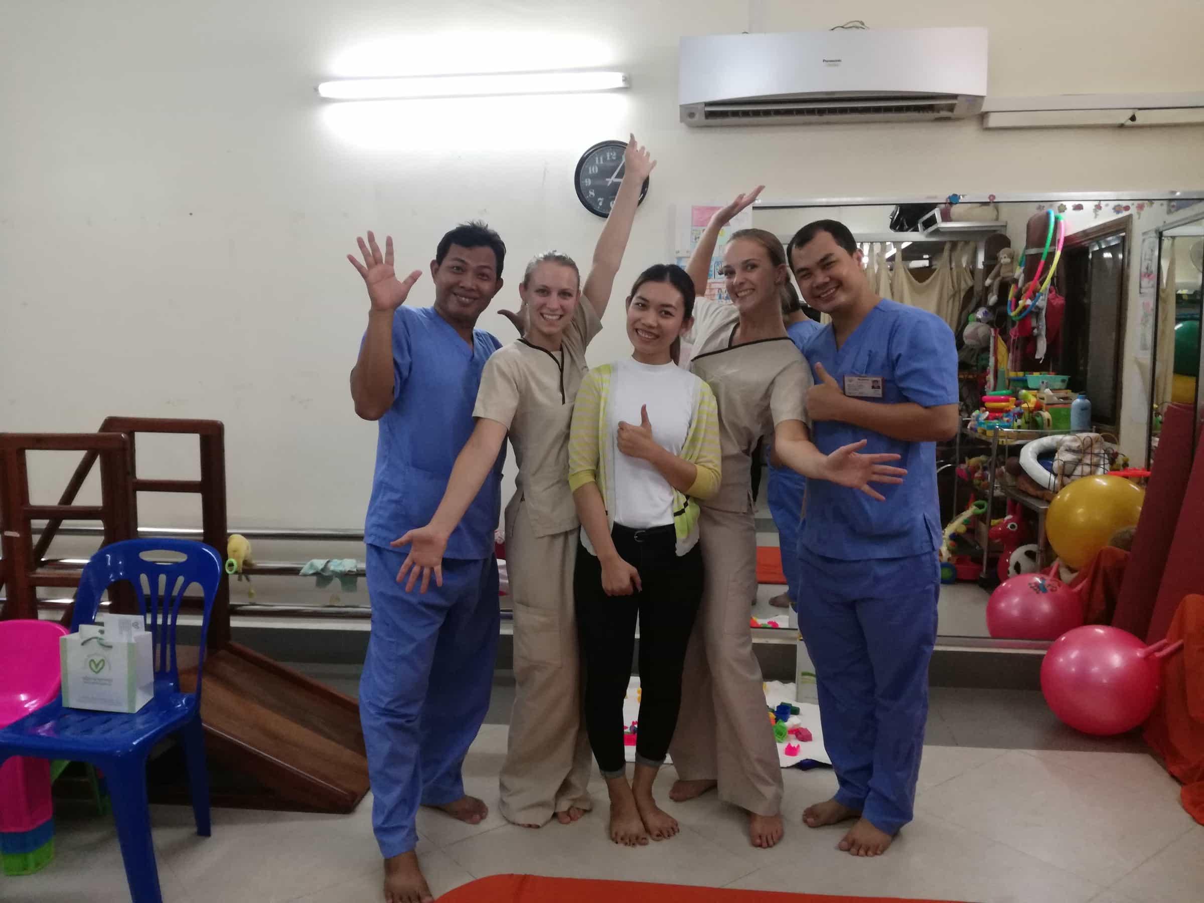 Sabrina Mildner und Lea Wyss in Kambodscha.