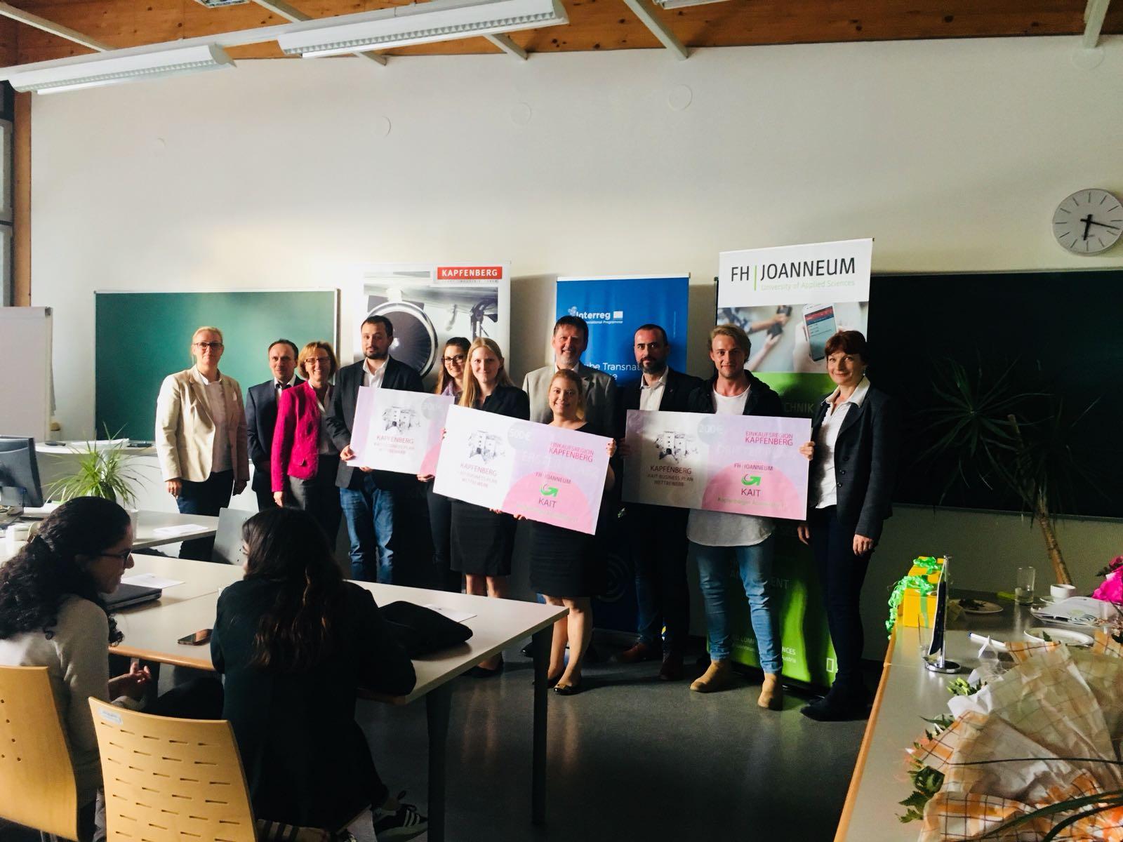 Foto mit den Teilnehmerinnen und Teilnehmern des Businessplanwettbewerbs.