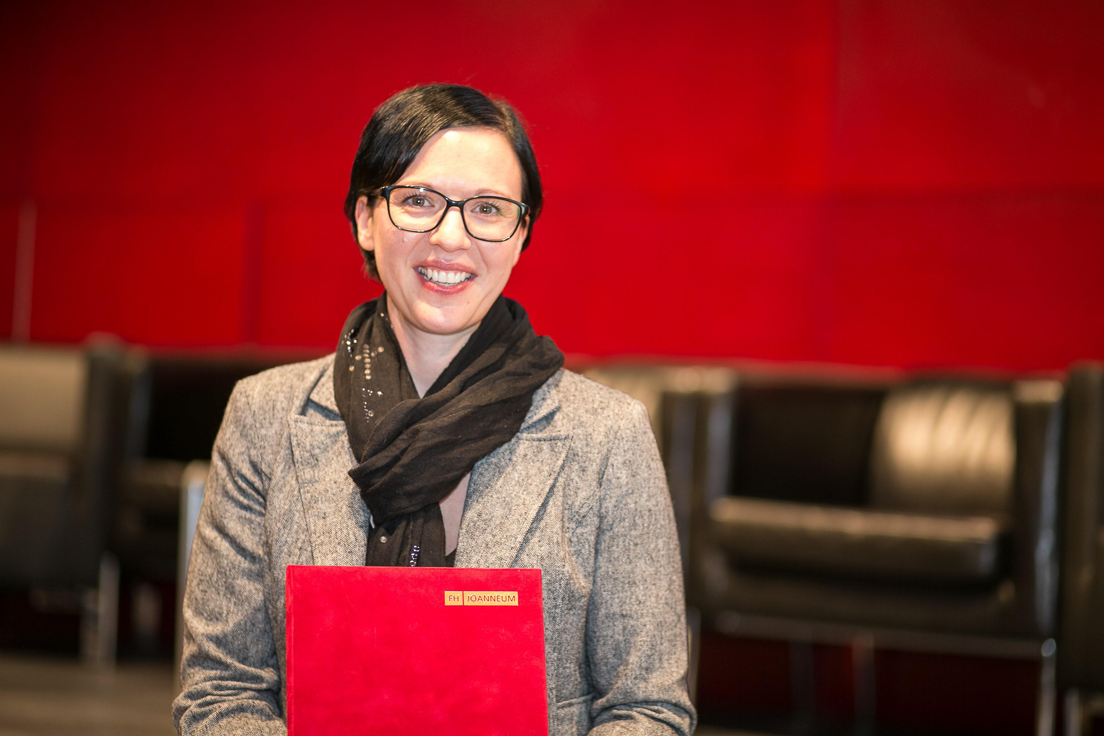 Sonja Marx-Pfeiler mit dem Teaching Award 2018.