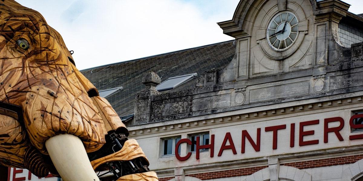 Bild eines zwölf Meter hohen Elefanten, der ein Teil der Maschinen von Nantes ist.