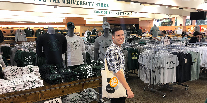 Markus Losgott im University Store der Cal Poly