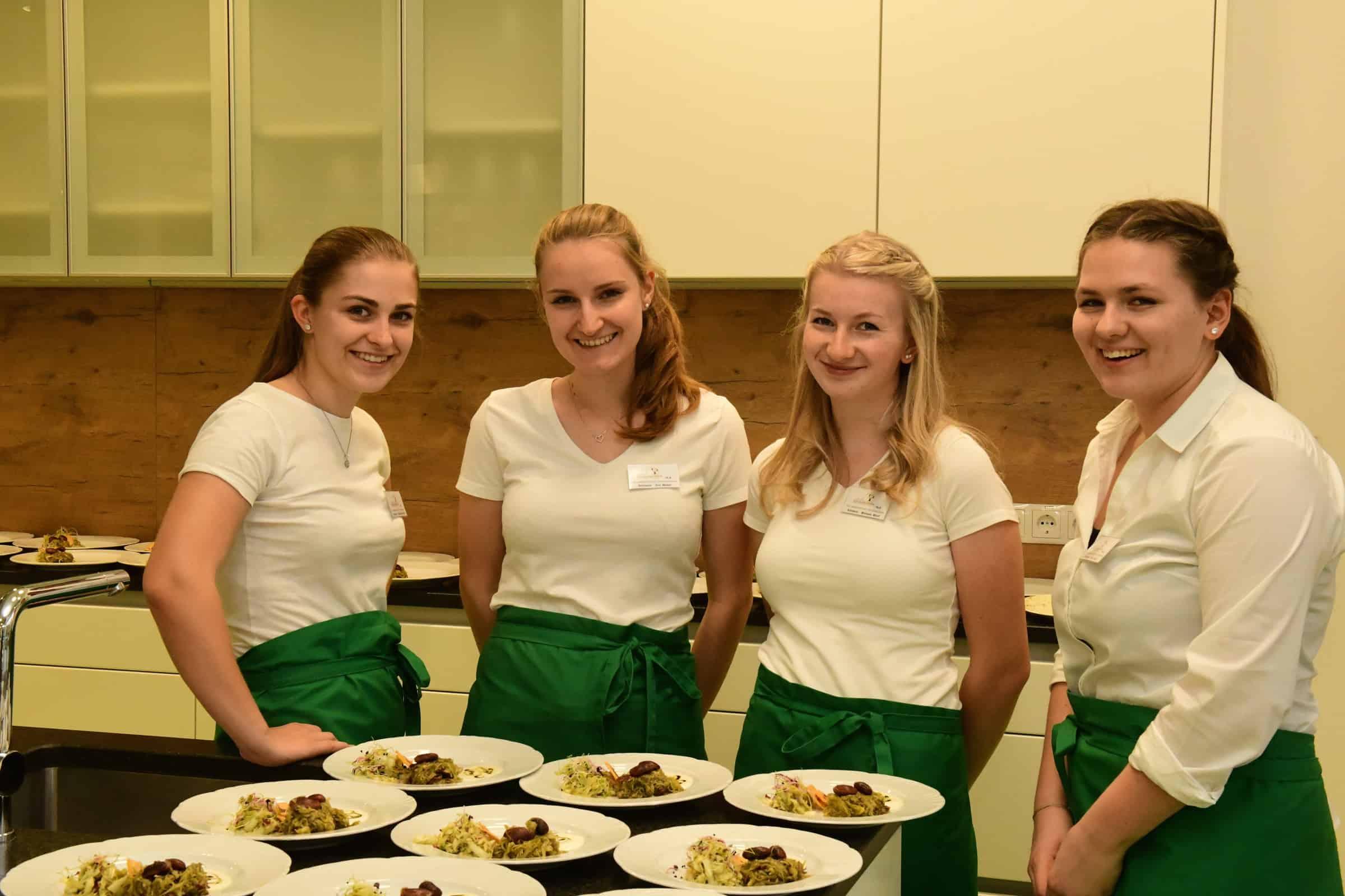Die Schülerinnen der HLA Schulschwestern bei der Messe Lebensmittelpunkt 2019. (© HLA Schulschwestern)