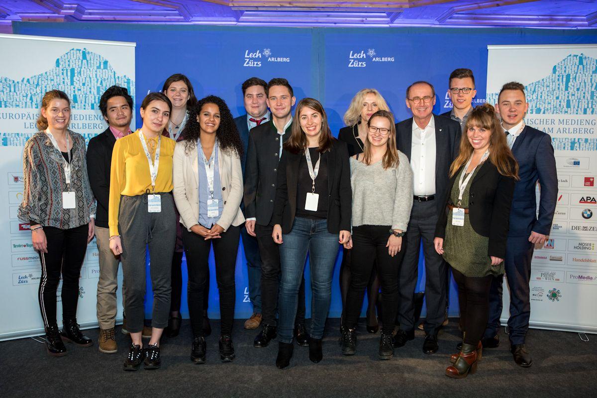 Die Stipendiaten des 13. Europäischen Mediengipfels mit Doris Dialer und Othmar Karas.