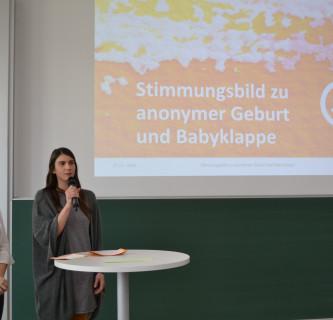 Stimmungsbild zu anonymer Geburt und Babyklappe