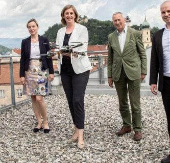 AIRlabs Austria: Drohnen zu Besuch bei Landesrätin Eibinger-Miedl 1