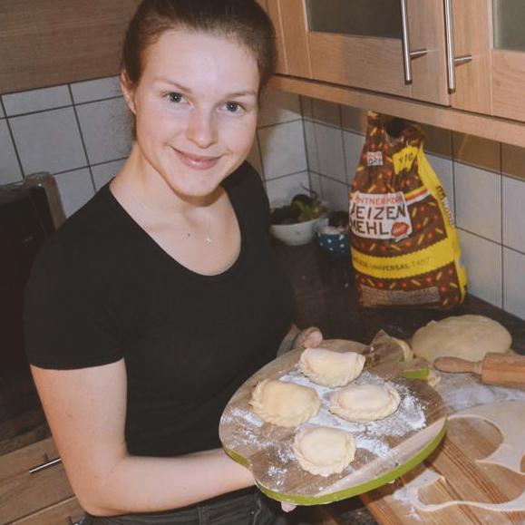 Franziska kocht auch selbst in ihrer Freizeit gerne leckere Gerichte.