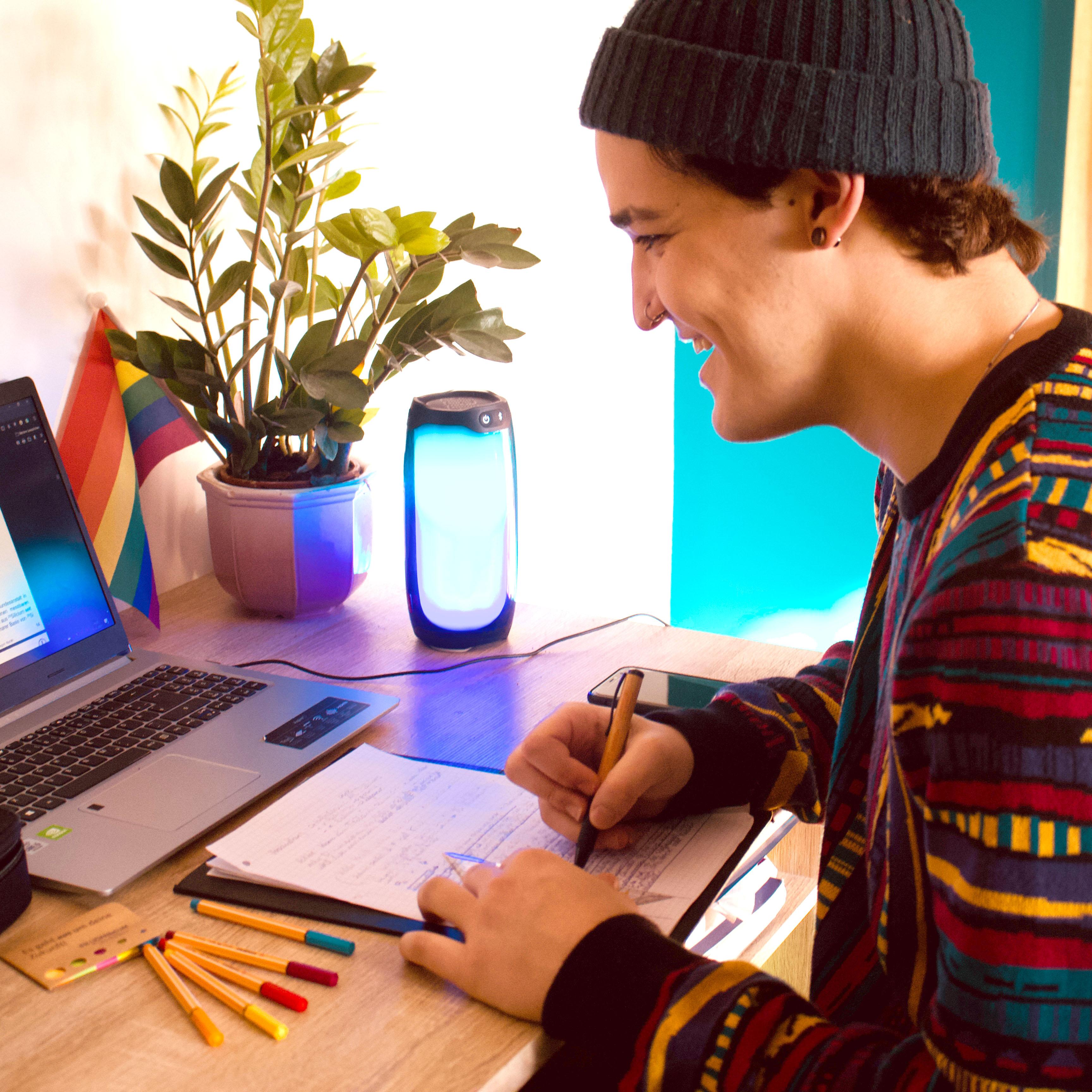 Auch trotz Online-Lehre hat Andrei einen guten Draht zu seinen Mitstudierenden.