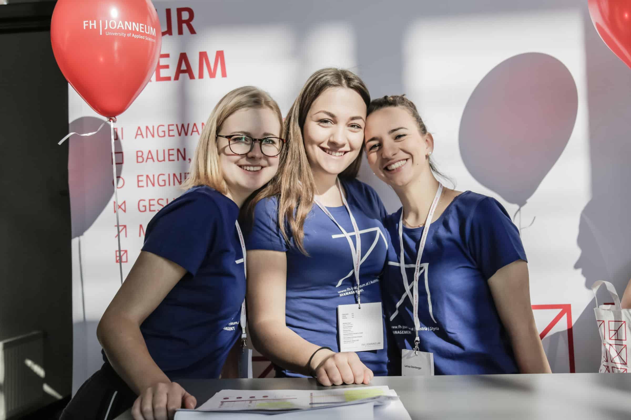 """Studierende von """"Gesundheitsmanagement im Tourismus"""" an der FH JOANNEUM in Bad Gleichenberg."""
