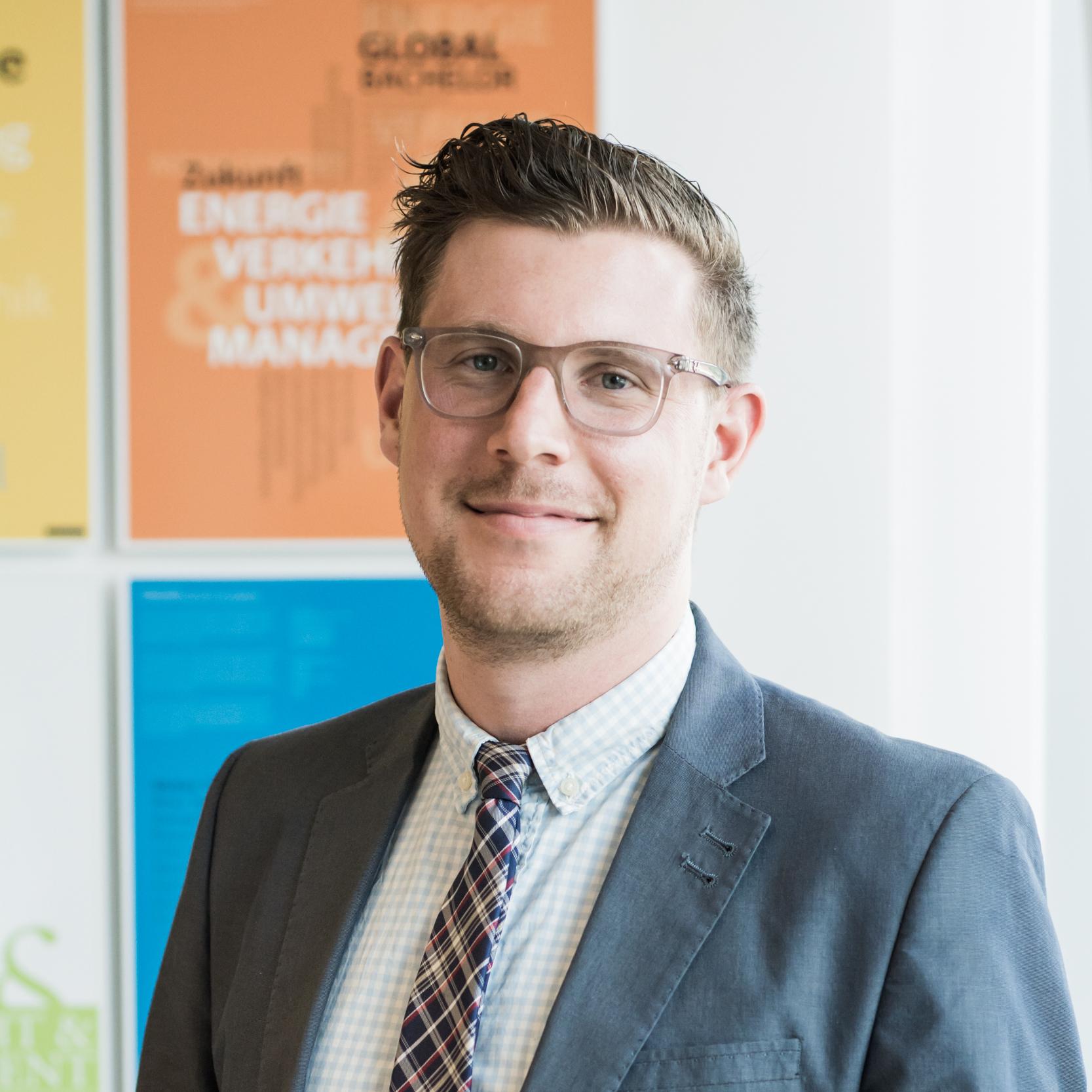 """Martin Gössl leitet den Lehrgang """"Akademische Peer-Beraterin / Akademischer Peer-Berater""""."""