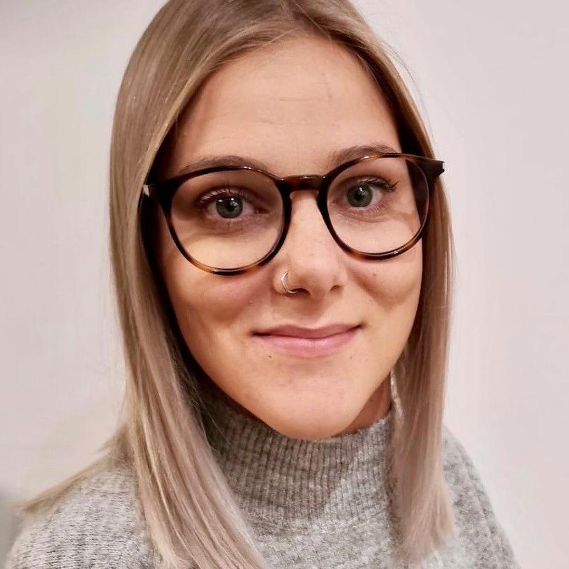 """Theresa Knaflitsch ist Rollstuhlfahrerin und studiert """"Soziale Arbeit"""" im Master."""