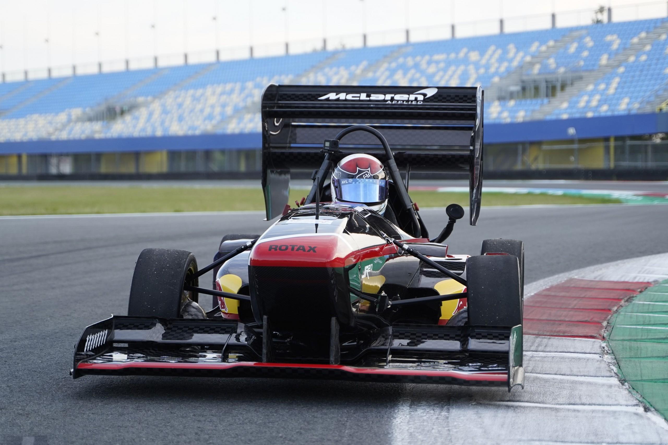 Der jr21 besticht vor allem mit Gewichtsreduktion und verbesserter Aero. Foto: joanneum racing graz