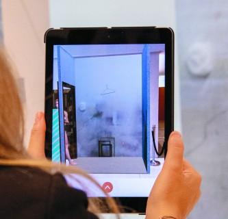 Digitale Erweiterung einer Kunstausstellung 15