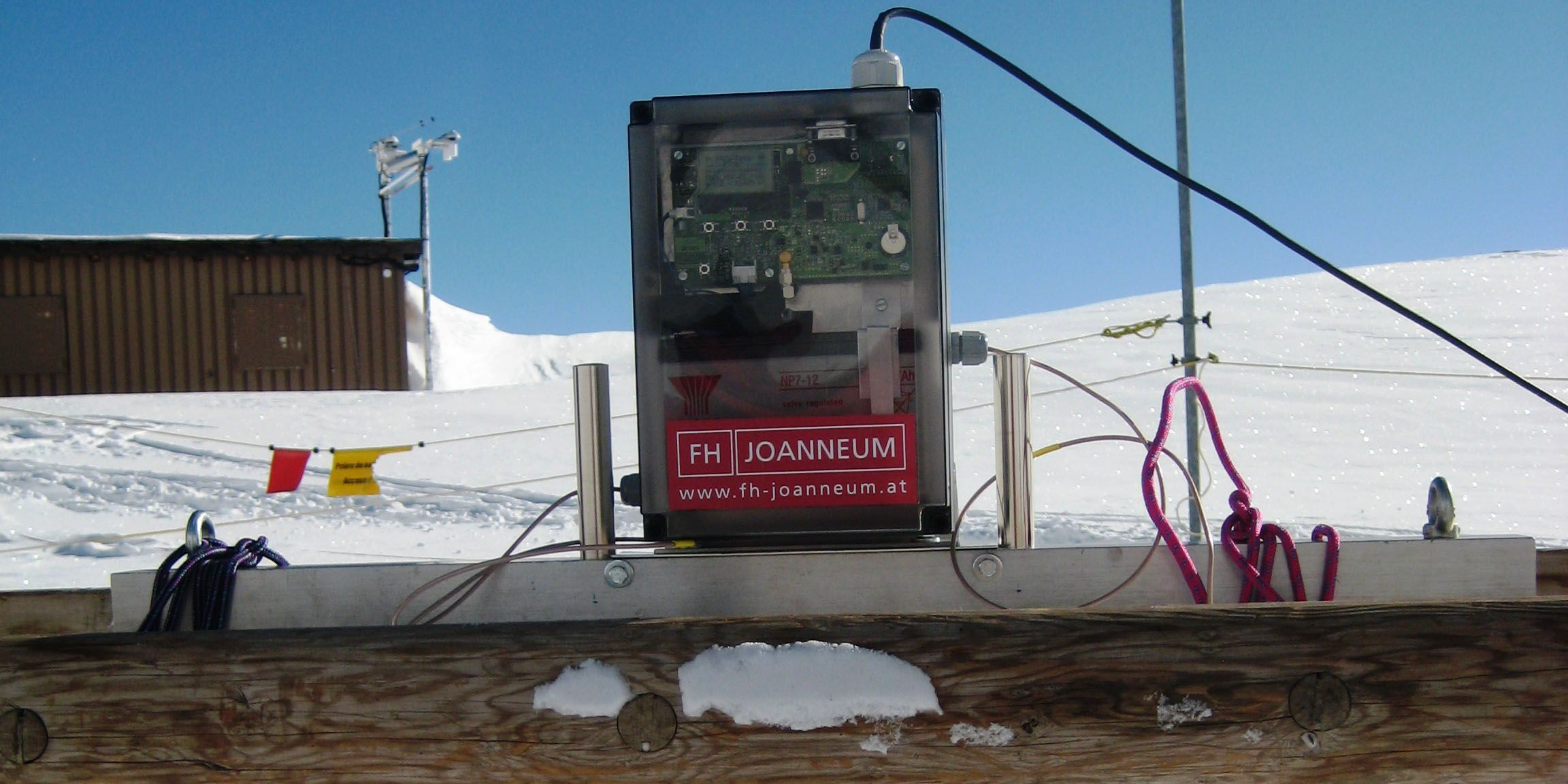A radar system is used to monitor the snow.