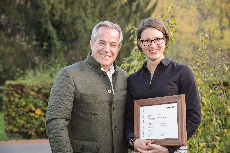 """Der """"Ambassador""""-Award von Siegfried Wolf wurde an Carina Lipold vergeben. (© Klaus Morgenstern)"""