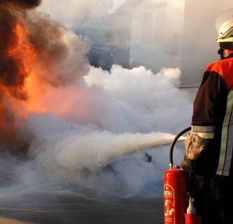 FH JOANNEUM - RESCUE - Feuerwehrmann im Einsatz