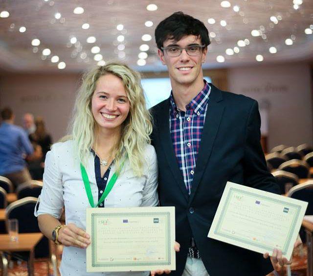 Veronika Kamenicka und Alberto Diaz Martin durften sich am Ende der Veranstaltung über ihre Zertifikate freuen.