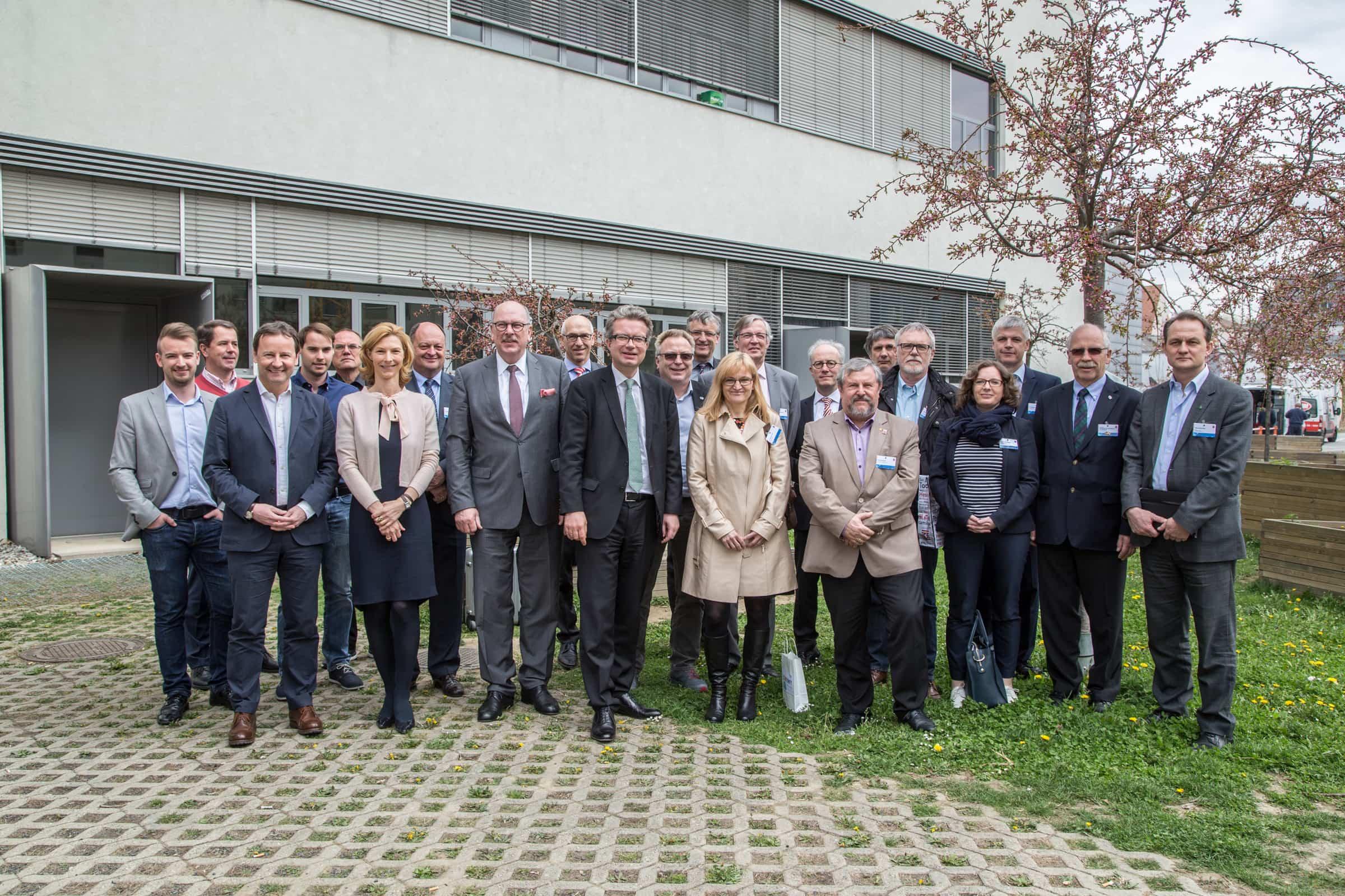 Vertreterinnen und Vertreter der hessischen Landesregierung, des Landtags sowie des Gesundheits- und Hochschulwesens holten sich beim Besuch der FH JOANNEUM Input zum Thema Gesundheitsinformatik.