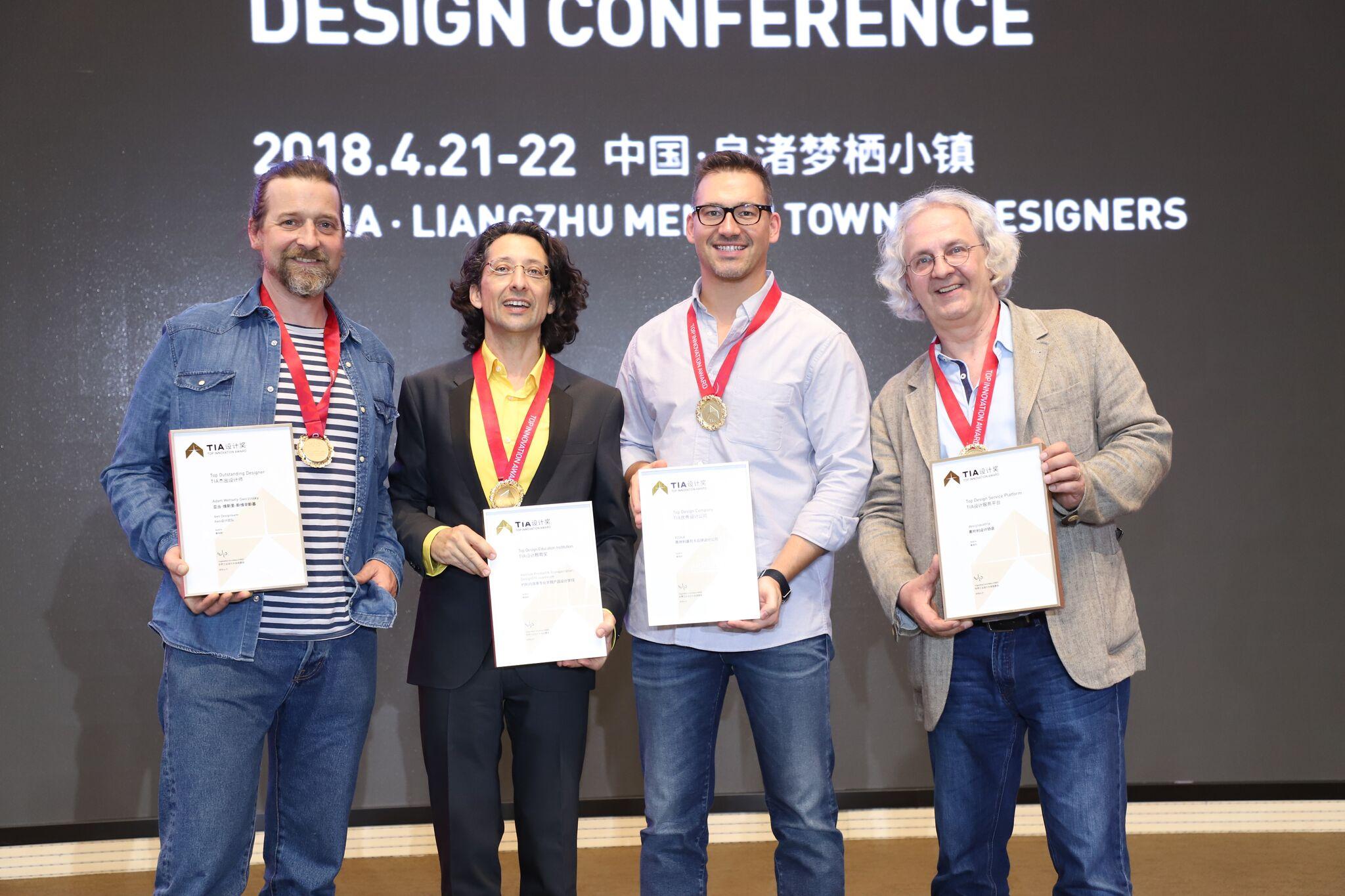 Die österreichischen Preisträger Adam Wehsely-Swiczinsky (aws Designteam), Miltos Oliver Kountouras (Institut Product & Transportation Design der FH JOANNEUM), Ferdinand Klauser (KISKA Shanghai) und Severin Filek (designaustria).