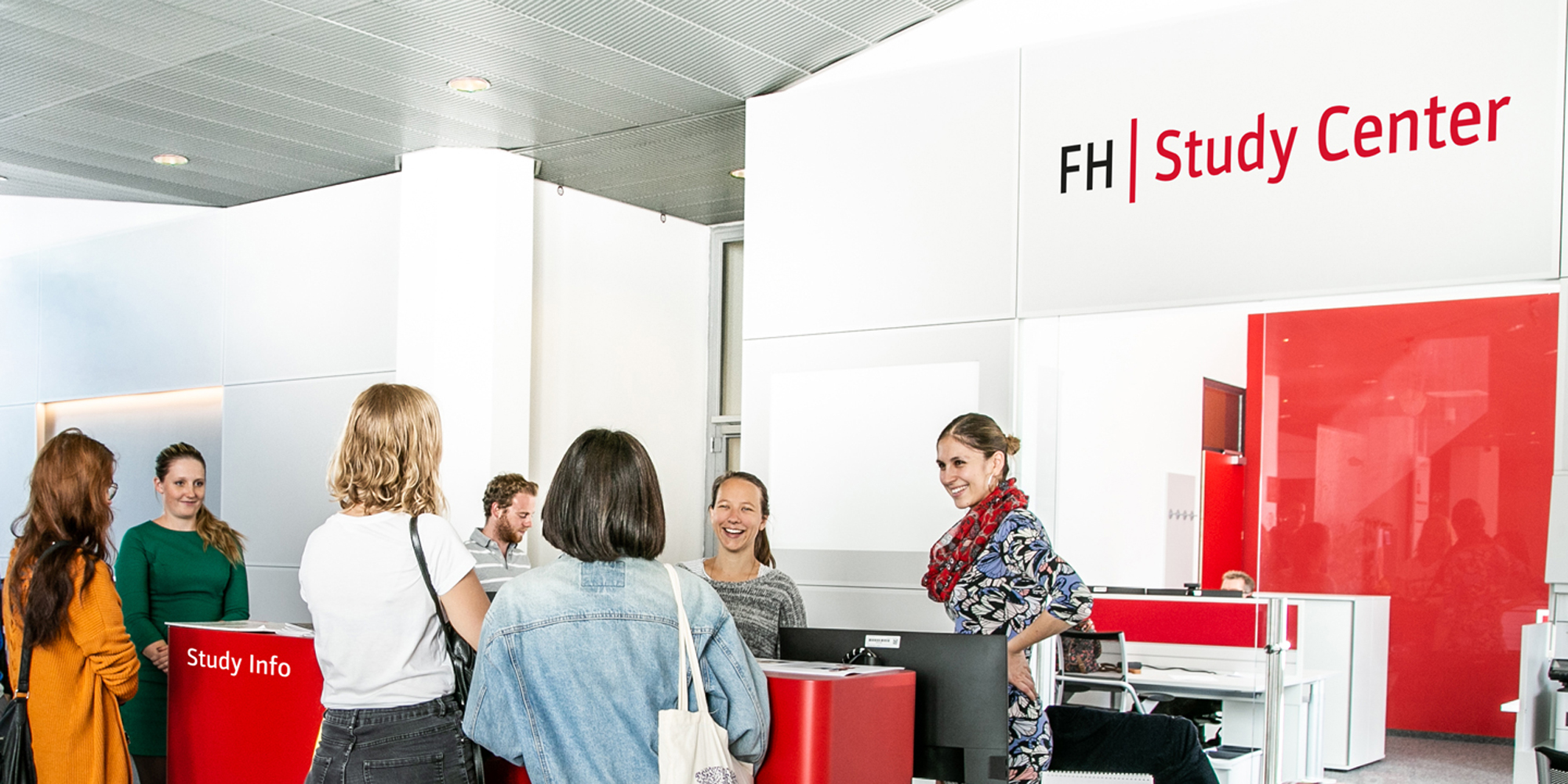 Zum Studienstart eröffnet auch das neue Study Center der FH JOANNEUM. Studierende von heute und morgen bekommen hier alle Infos.