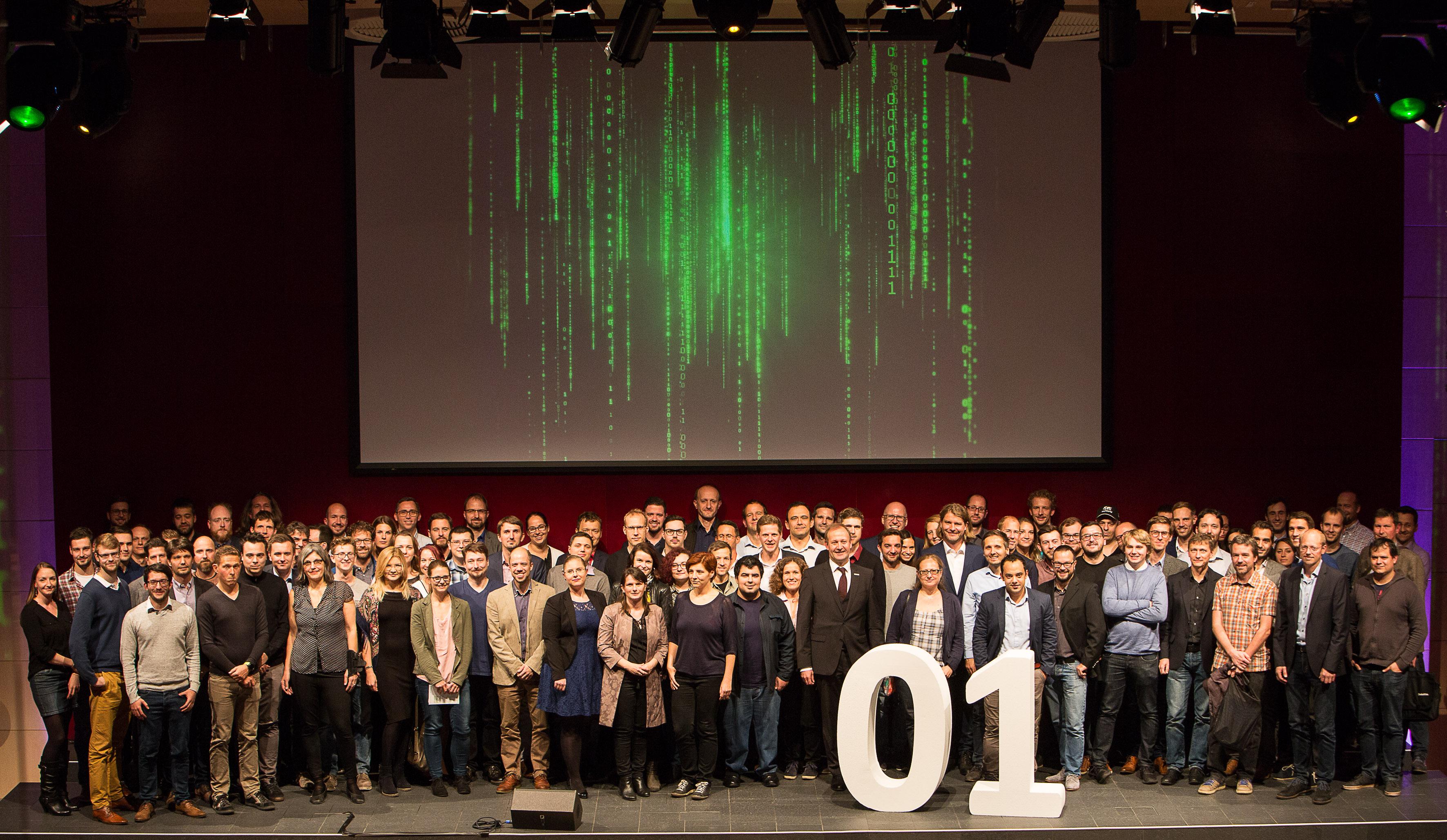 Im Mittelpunkt der Veranstaltung: die Absolventinnen und Absolventen der Studiengänge.