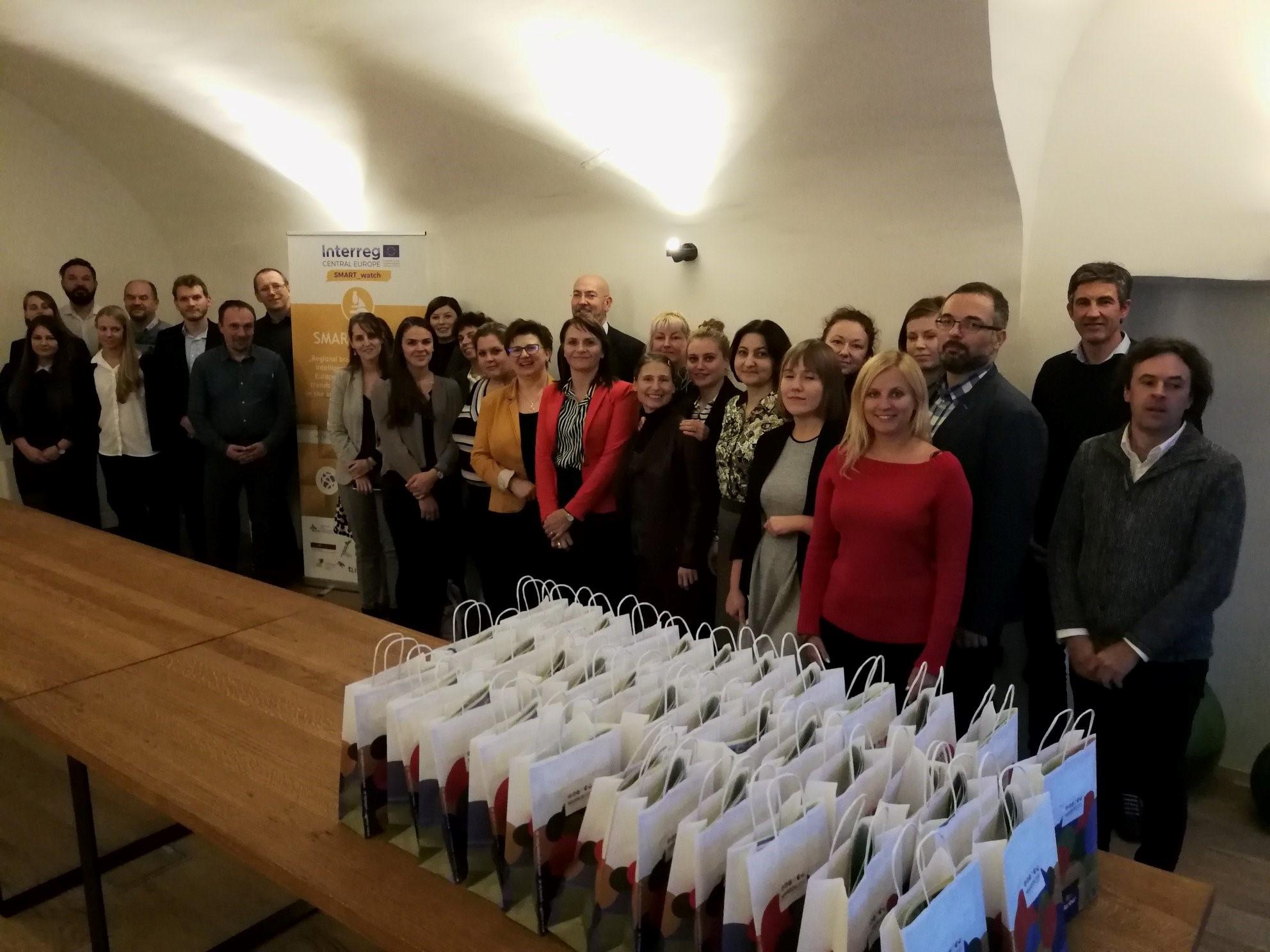 Die Teilnehmerinnen und Teilnehmer beim Projektmeeting in Marburg.